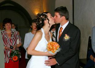 a první novomanželský polibek :)
