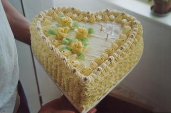 náš dortík :) Je naprosto úžasnej, ale skoro celej v mrazáku :)