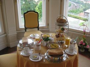 první manželská snídaně...