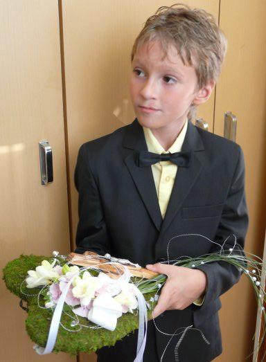 Miriamka{{_AND_}}Borisko - Srdiečko na obrúčky a krížik, bolo úúúžasné, detailnejšie foto doplním, malo nesmierny úspech
