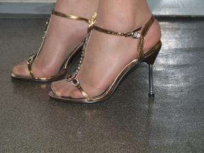 a na nohe... krasne su ze?