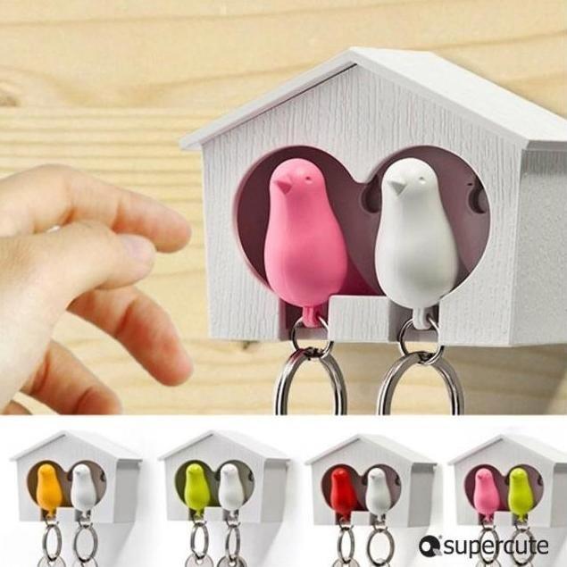 Hezké a zajímavé věci, co jsem našla - Budka a ptáčci na klíče (240,-) Ti ptáčci jsou zároveň i píšťalky:-)