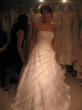 další šaty... tyhle Della Sposa