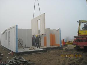 Stavba rychle pokracuje