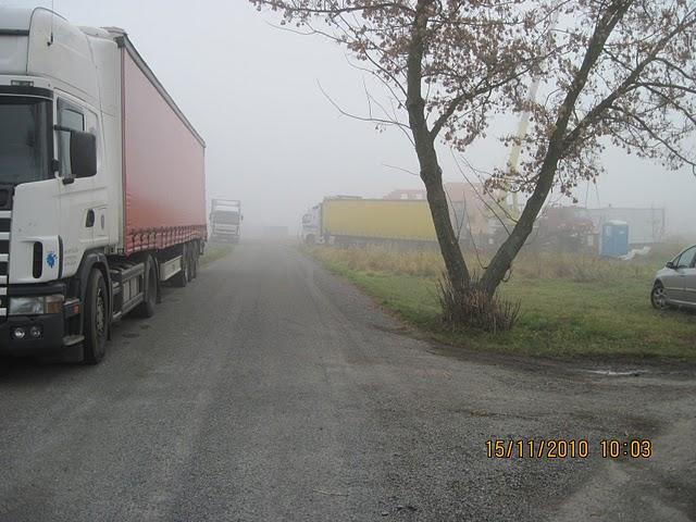 Jiz take stavime Novu 101 - kamiony, ten 4. neni v mlze ani videt