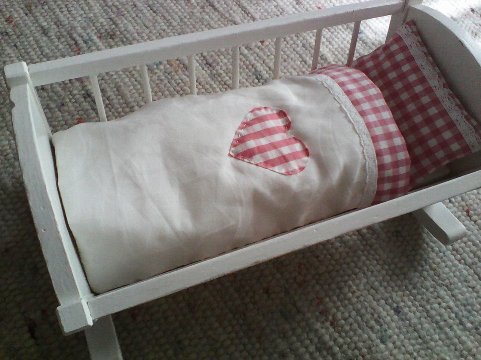 Druhý dych starej kolísky pre bábiku - Obrázok č. 3