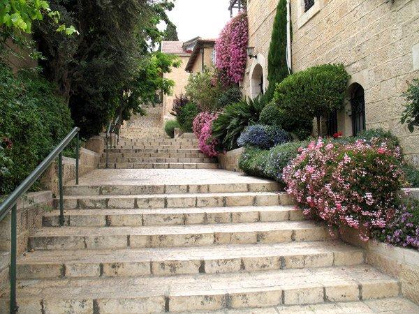 Život na záhrade - nádherné predzáhradky v Jeruzaléme