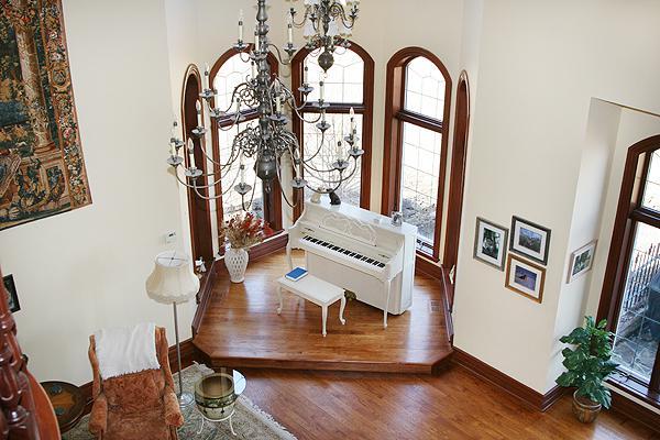 Biely  romanticky nábytok - ...a čo tak ešte biely romanticky klavír?