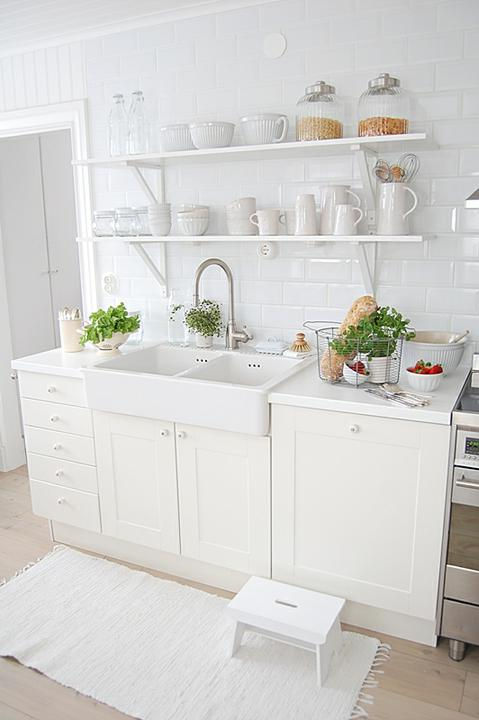 Drevo a biela v kuchyni - Obrázok č. 15