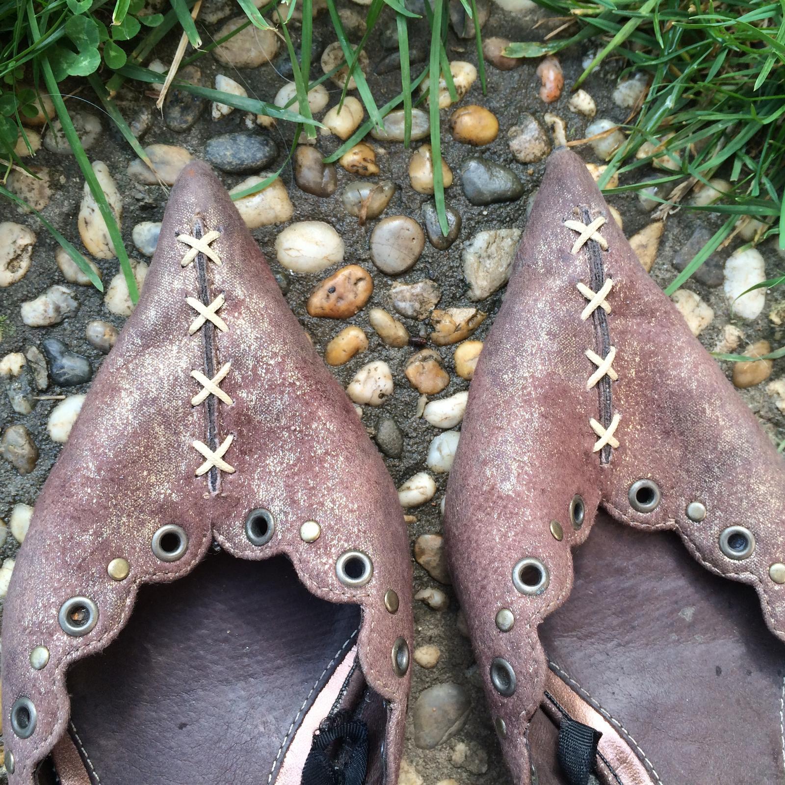 Hnědé boty značky Elite na podpatku - Obrázek č. 2