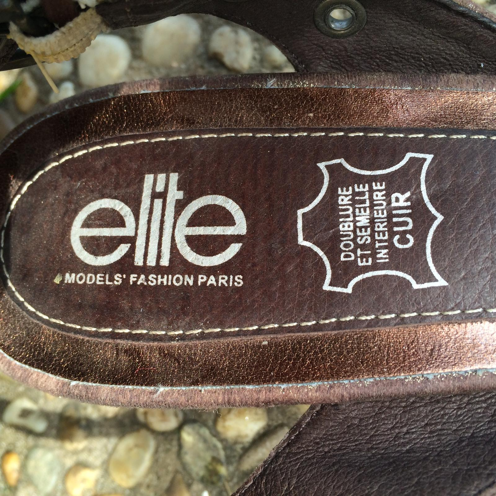 Hnědé boty značky Elite na podpatku - Obrázek č. 3