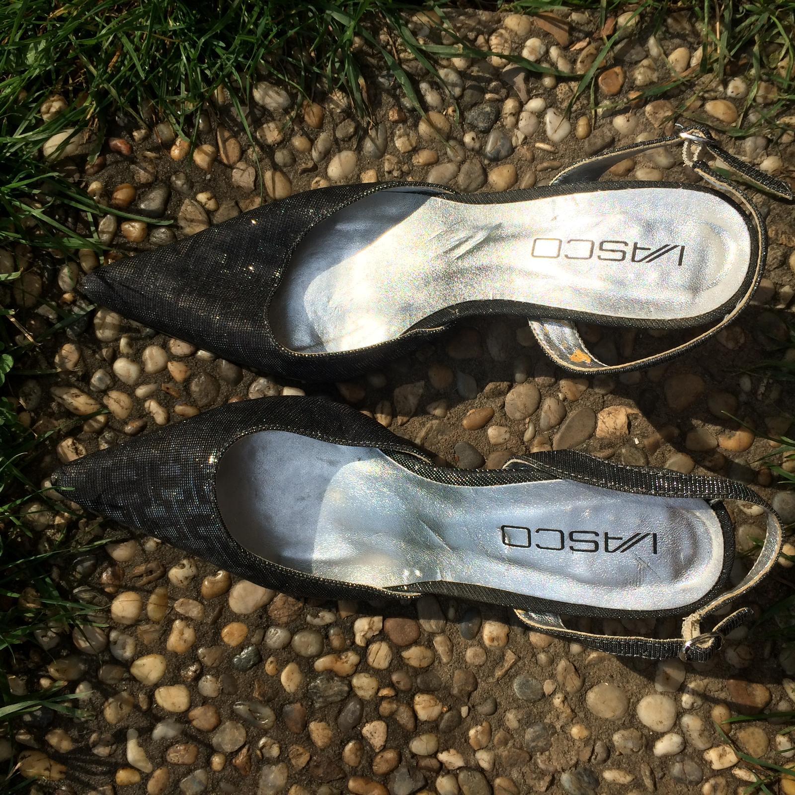 Šedo stříbrné boty na podpatku - Obrázek č. 1