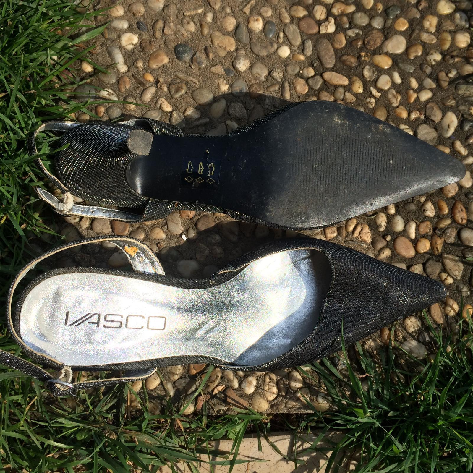 Šedo stříbrné boty na podpatku - Obrázek č. 2