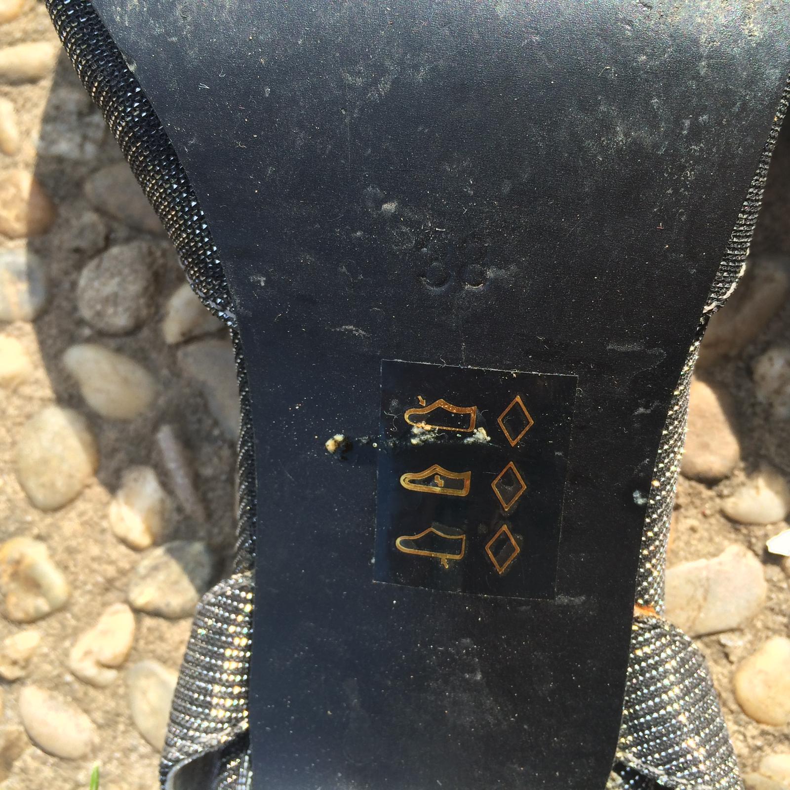 Šedo stříbrné boty na podpatku - Obrázek č. 3