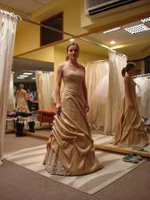 šaty 2 (salon Evita), skor ako popolnočné