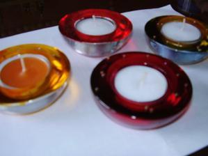 skúška výroby darčekov - svietnik Ikea; farba Gold na sklo a korálky (al. trblietká)