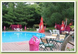 Bazén pri reštaurácii, tu bude Gardenparty..