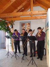 Kvartet při obřadu. Ženich se musel nechat zastoupit kamarádem:-)