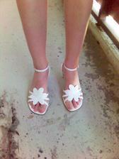 moje botky - vzhledem k mojí malinké noze jsem ráda, že jsem vůbec nějaké sehnala.. všechno je mi volné