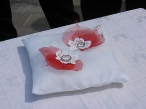 Náš polštářek na prstýnky - výroba mojí maminky - moc děkuji :-)