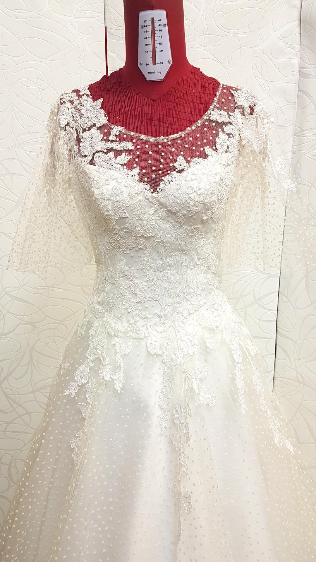 Svadobné šaty na ušité mieru podľa vášho akéhokoľvek výberu. Šaty vám pomôžem navrhnúť,spolu vyberieme material na svadobné šaty. A prekvapenie? Sú za ceny nižšie ako si požičiate v salóne - Obrázok č. 1
