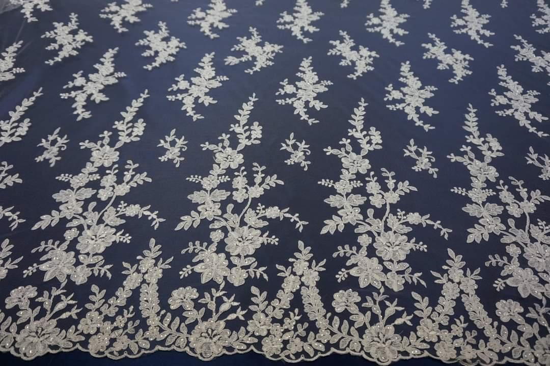 Na výrobu vašich svadobných šiat používame kvalitné čipky ,krajky mušeliny organzy i satény - Obrázok č. 2
