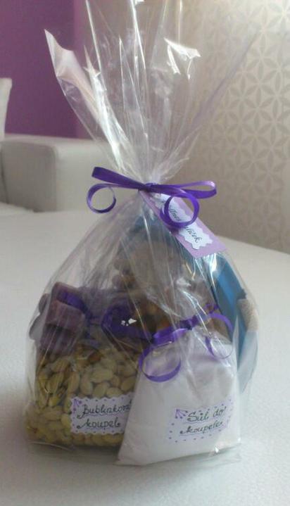 Svatební tombola - Wellnes balíček :-) - Bublinková koupel (fazole) + Sůl do koupele (kuchyňská sůl) + masážní kartáč a voňavé mýdla