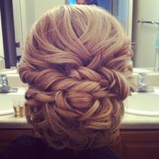 mít o něco víc vlasů... a mít je delší...:-)