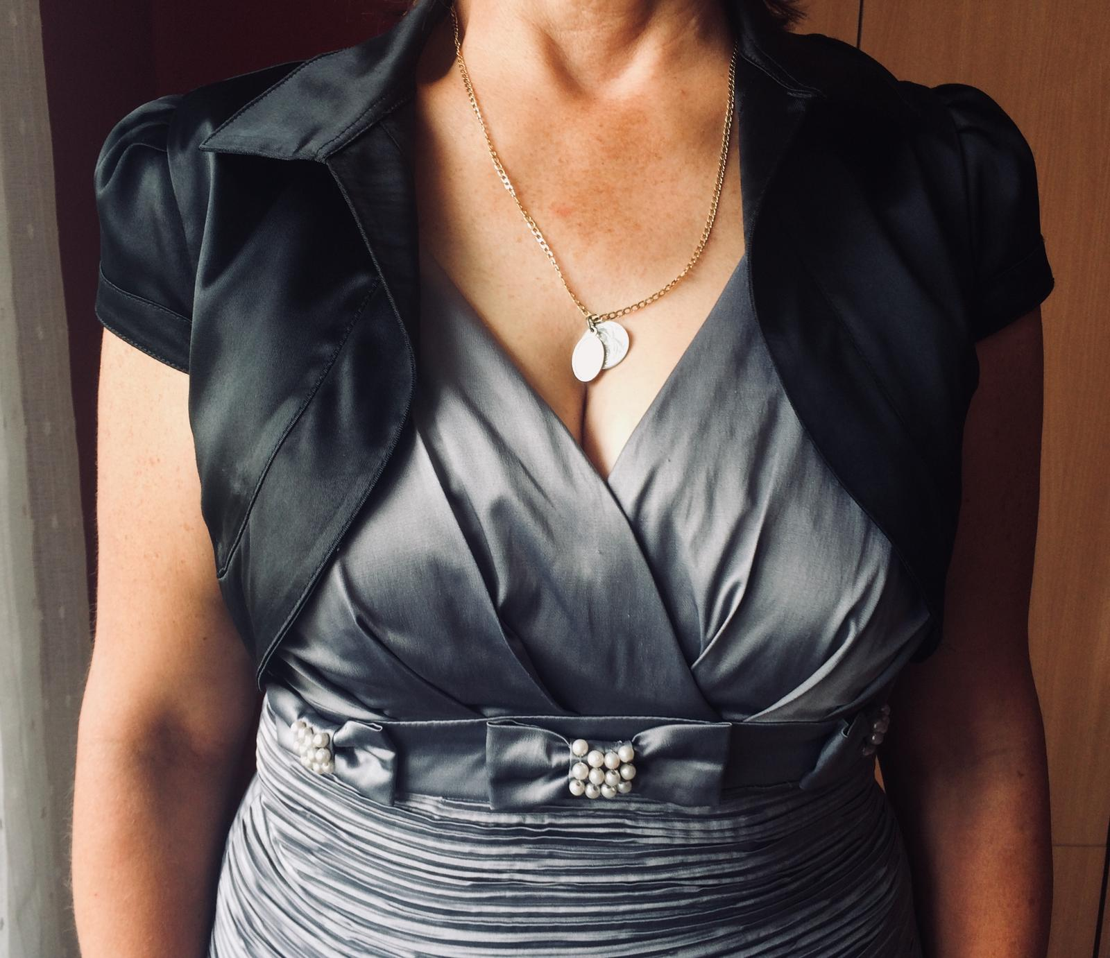 Sivé šaty - Obrázok č. 2