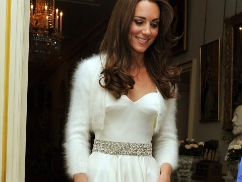 Moje inspirace - když neseženu průhledné bolerko, vezmu si chupatý kašmírový svetřík jako Kate:-)
