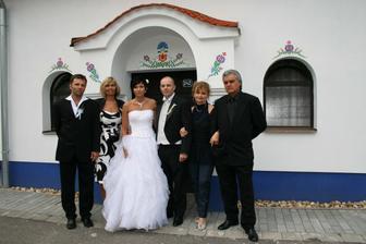 Muj bratr s manzelkou,moje sestra s manzelem a my dva