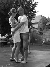 Jeden už z novomanželských tanečků při večerní zábavě...Foceno kamarádkou...