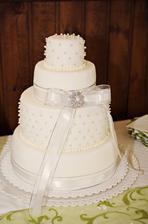 Náš nejkrásnější svatební dortík...
