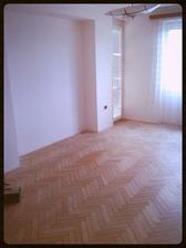 Obývací pokoj - vstup na balkón, ve výklenku bych chtěla obkladový kámen....