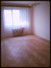 Obývací pokoj....Budou nová plast. okna, nová elektrika, renovace podlahy, malba....