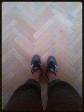 Pracovní oděv :-) a první přeběhnutí bruskou po parketách :-)