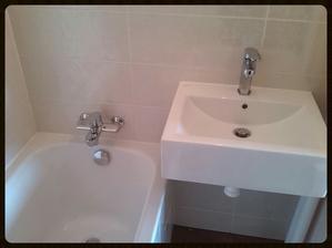 Mamka říká, že je umyvadlo velké jak kr.va a mohutné, spíše do velké koupelny, ale mě se líbí :-)