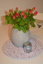 Rychlá večerní fotečka...Růžičky pro radost od manžela.