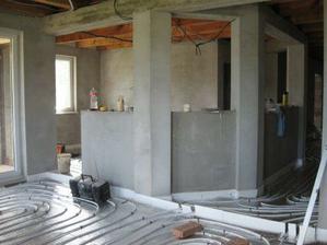 pult medzi obývačkou a kuchyňou