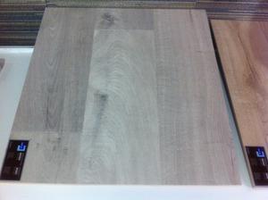 podlaha 2 - vcerajsie obhliadky, tieto podlahy ma zaujali. je to rovnaky odstin ako tie predchozie