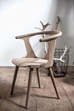 Našla som stoličky čo ma chytili uplne za srdce: Trochu industrialne, trochu retro, trochu rustikal, v modernom prevedeni - velmi sa mi pačia. Hodili by sa 2 kusy za vrch stola a ku tomu po stranach biele židle