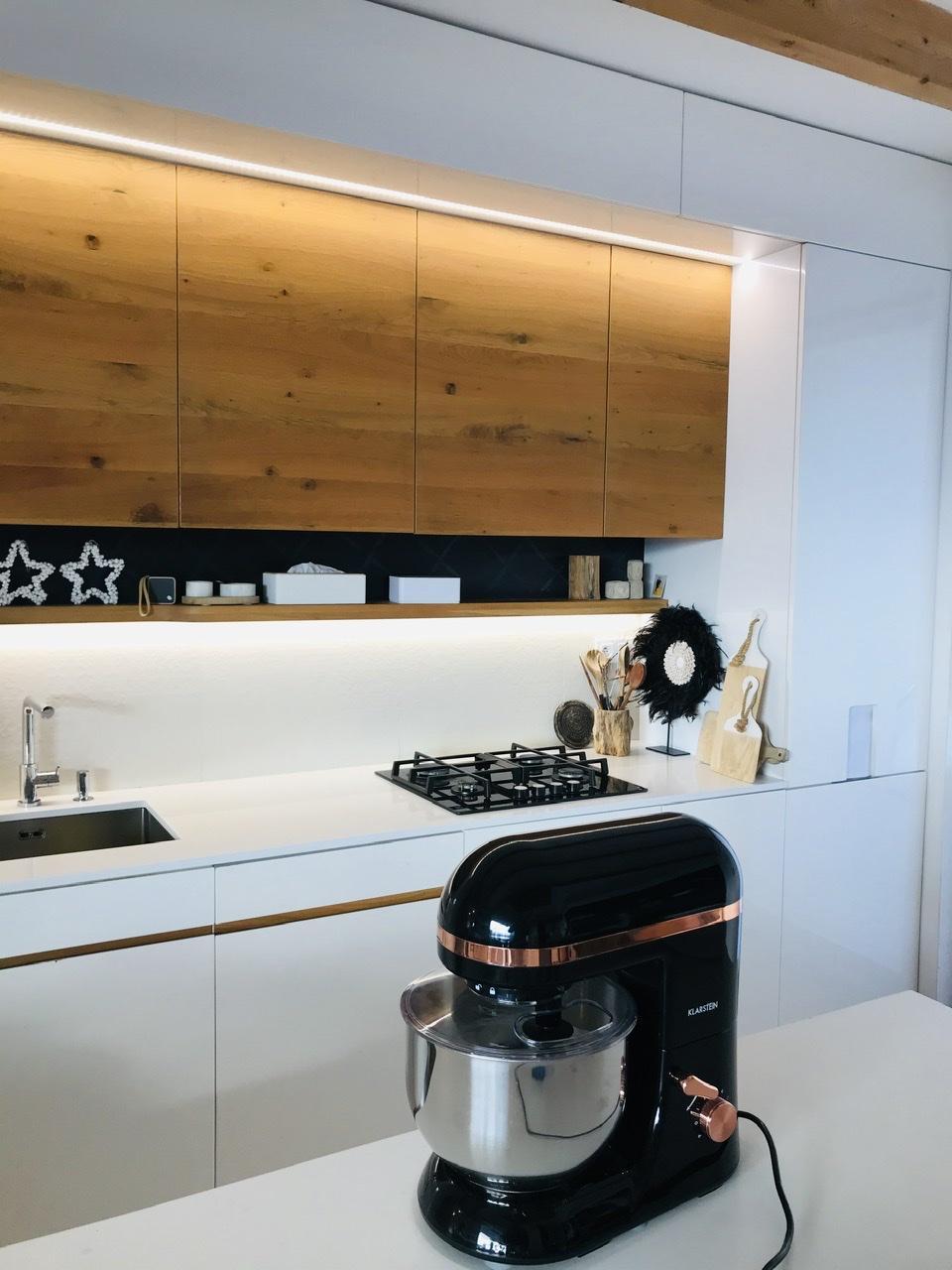 Naše L-ko - 2021 - stále dokončujeme - kuchyňa s pomocníkom na pečenie
