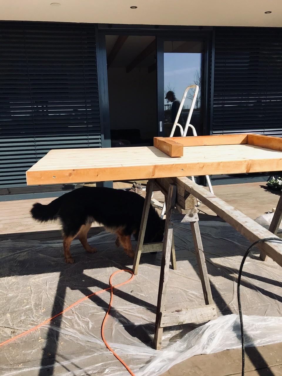 Naše L-ko - 2021 - stále dokončujeme - Výroba veľkého jedálenského terasového stola, dlžka 2,6 m