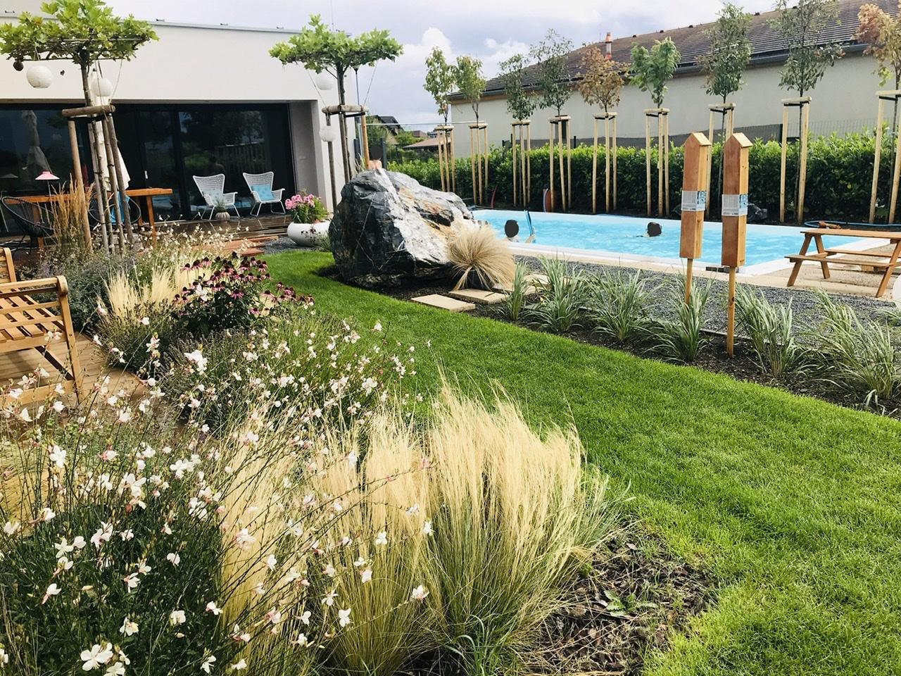Naše L-ko - 2021 - stále dokončujeme - Záhradka v lete