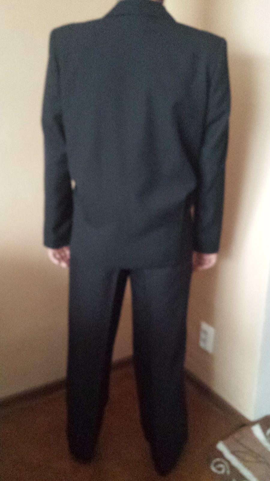 Čierny pánsky oblek - Obrázok č. 2