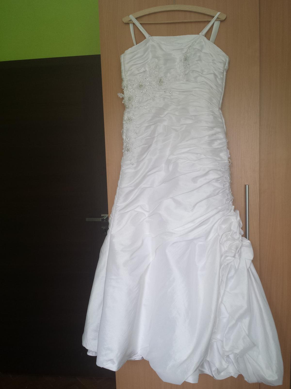 Svadobné biele šatky so šnurovačkou - Obrázok č. 1