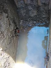 Narazili sme na drenážnu rúru z poli.Voda natiekla asi 20cm do základov.