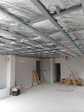 Konštrukcia na sadrokartón hotová už iba garáž a môžeme zaklapať plátne.