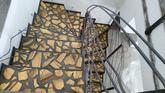 Originálne schody, kombinácia: zlaté sklo od Gordany Turuk, a transparentný epoxid