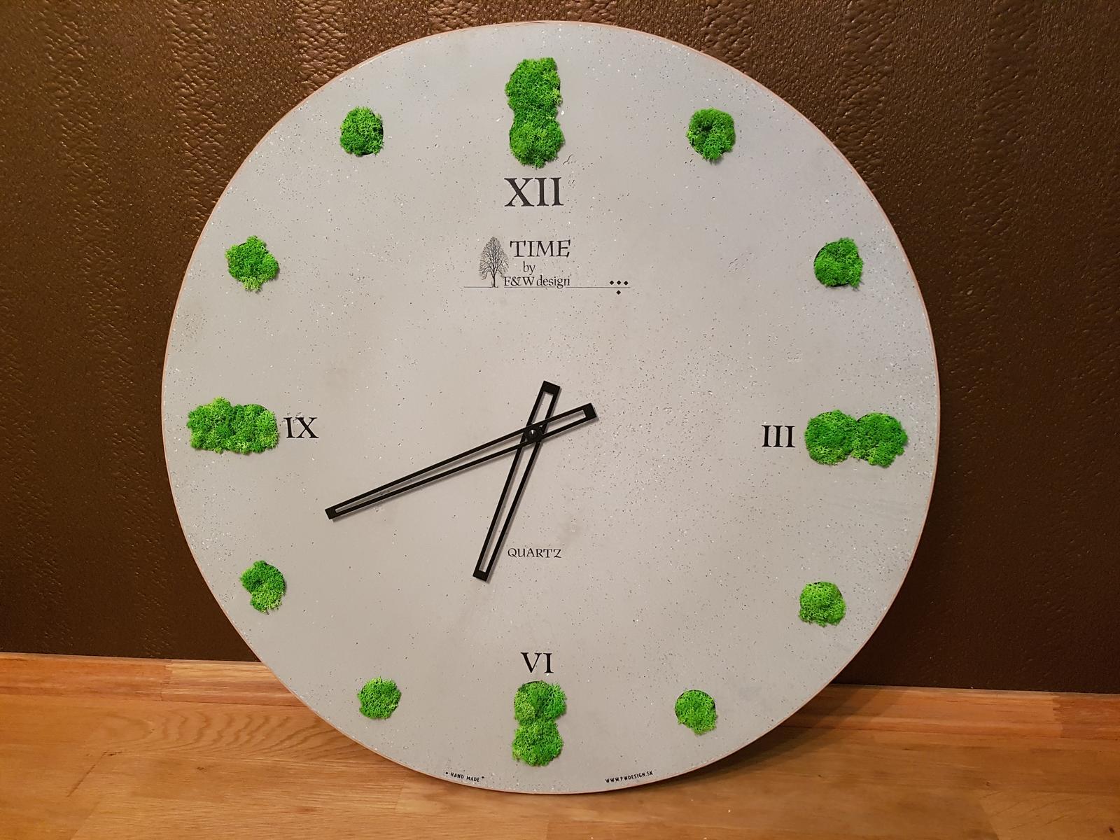 Kreatívne hodiny - Hodiny z pohľadového betónu s machovou výplňou. Priemer 60cm. A idú!